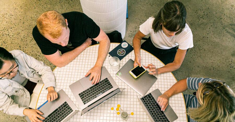 Millennials e lavoro team working